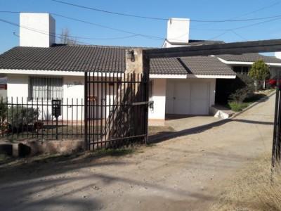CASA CON PARQUE PROPIO EN COMPLEJO CON PILETA